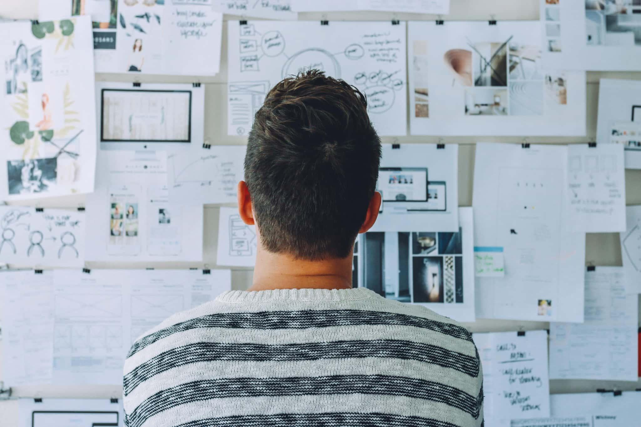 profissional busca serendipidade em seu ambiente de trabalho