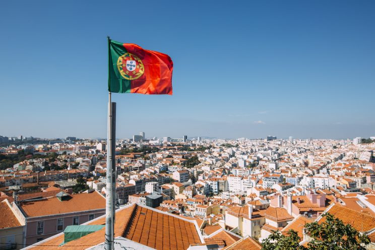 Trabalhar em Portugal: salários, vistos, benefícios e como encontrar oportunidades
